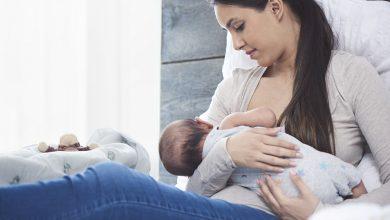 تصویر از کدام بهتر است؟ شیر خشک یا شیر مادر؟!