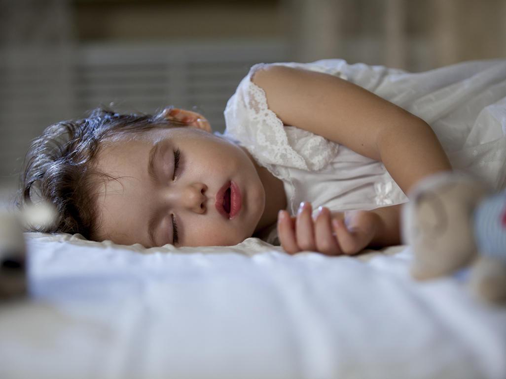 عرق کردن کودکان در خواب