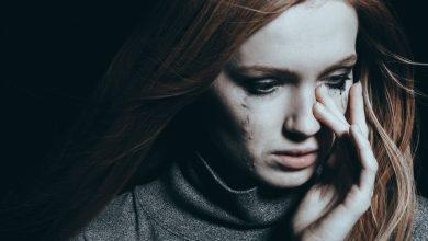 تصویر از چگونه جلوی گریه خود را هنگام عصبانیت و حرف زدن بگیریم؟