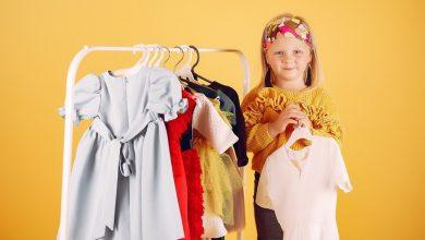 تصویر از کودکی که لباس نمی پوشد، تشویق کودک به لباس پوشیدن
