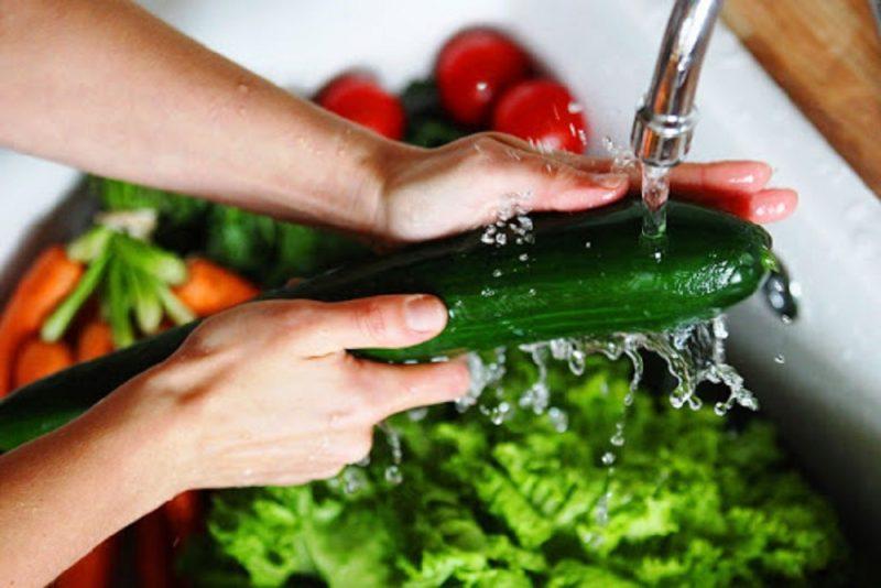 نحوه شستشوی سبزیجات و میوه ها