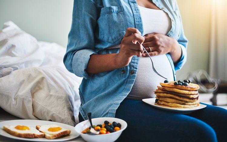 شیرینی و بارداری