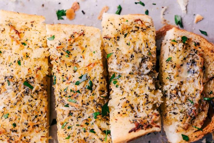 نان سیر و پنیر پارمزان