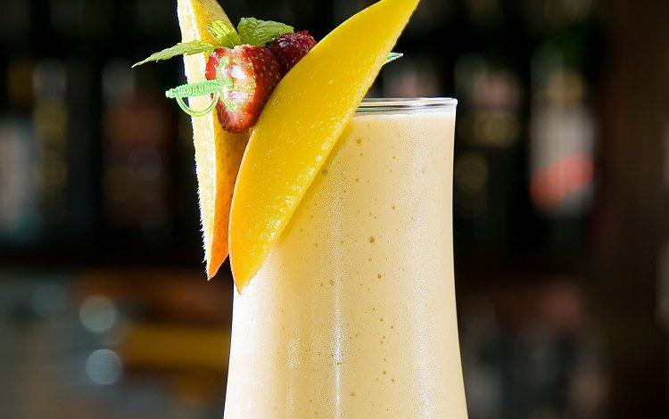 کوکتل میوه با شیر