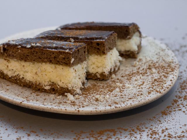 کیک دو رنگ شکلاتی و ساده