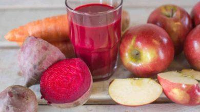 تصویر از طرز تهیه نوشیدنی آب هویج، سیب و چغندر