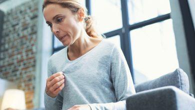 تصویر از علل، علائم و تشخیص گرگرفتگی، برای درمان گرگرفتگی چه بخوریم؟