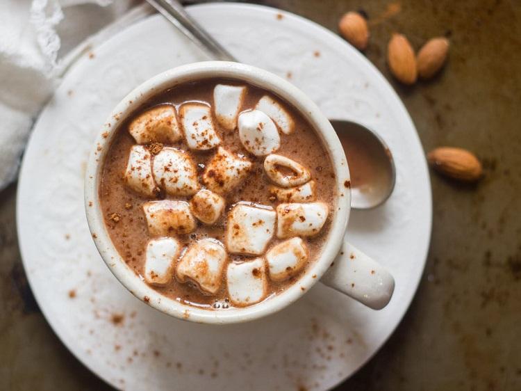 هات چاکلت (شکلات داغ) با مارشمالو