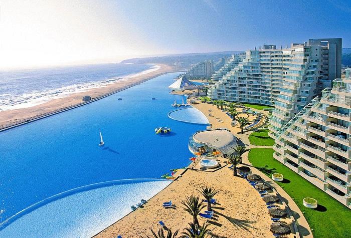 بزرگترین استخر شنای جهان در کشور شیلی