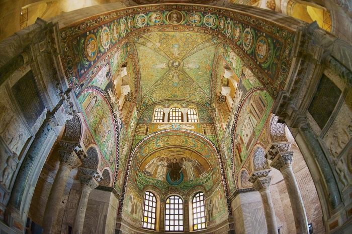 کلیسای San Vitale در کشور ایتالیا