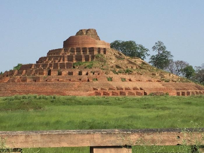 کساریا استوپا (Kesaria Stupa) در هندوستان