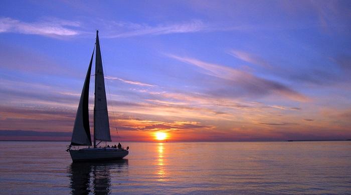 سفر با قایق بادبانی