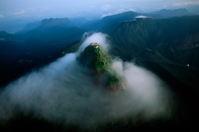 قله آدم (Adam's) در کشور سریلانکا