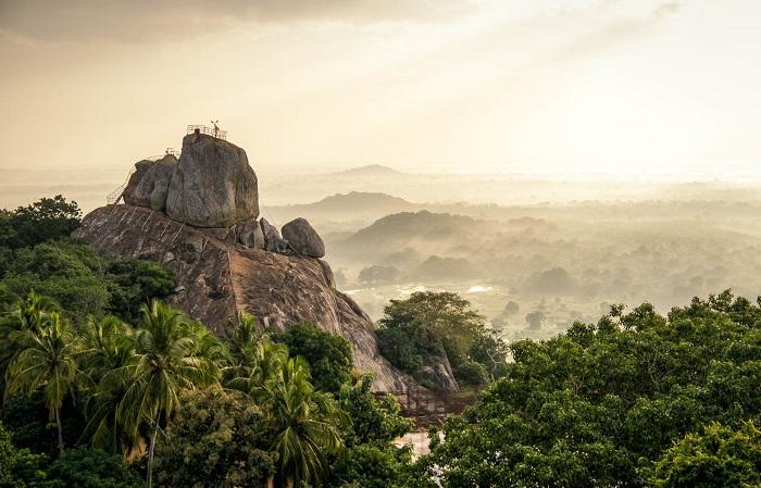 کوه میهین تاله (Mihintale) در کشور سریلانکا