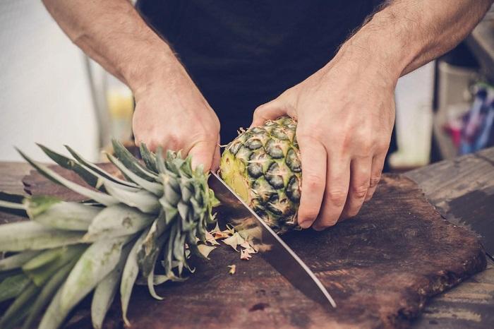 نحوه پوست کندن آناناس
