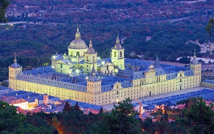 کاخ ال اسکوریال (El Escorial) در کشور اسپانیا