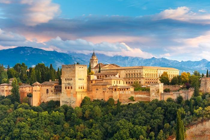 کاخ الحمرا (alhambra) در کشور اسپانیا