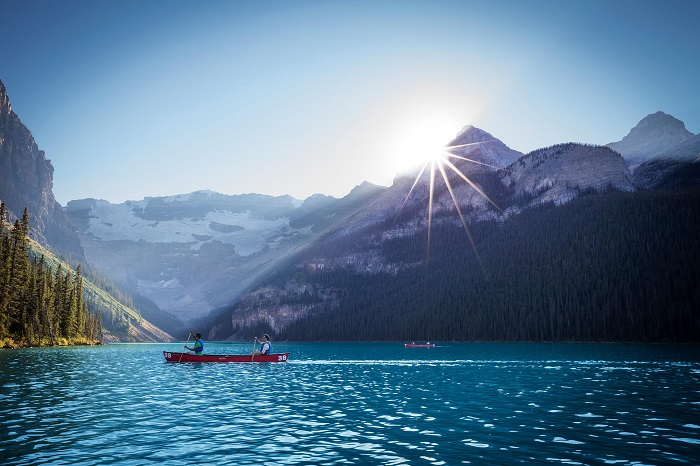 دریاچه لوئیز (Lake Louise) در کشور کانادا