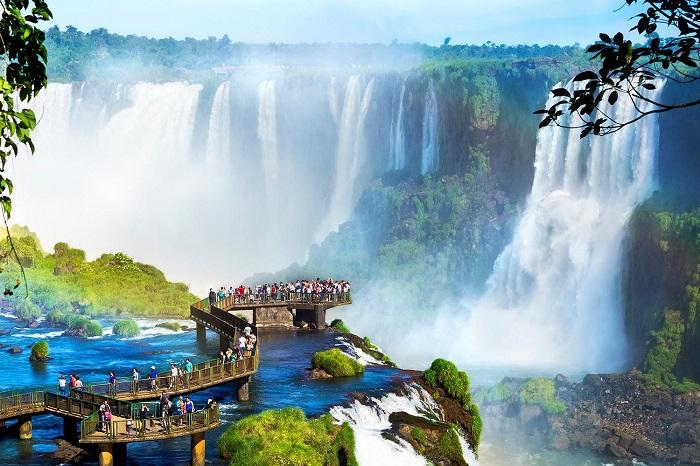 آبشار ایگواسو (Iguazu) در کشور برزیل