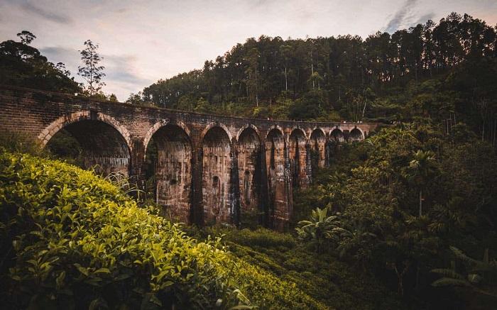 پل نه طاق (Nine Arch) در کشور سریلانکا
