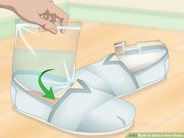 استفاده از فریزر برای گشاد کردن کفش تنگ