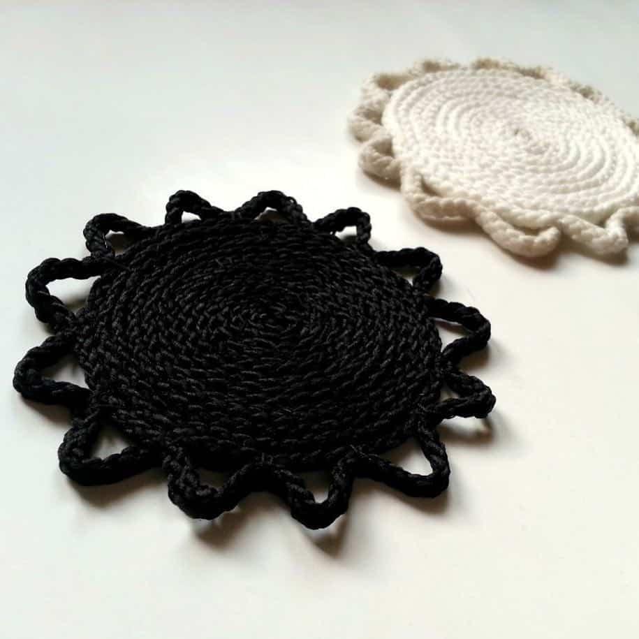 ایده ای ساخت زیر لیوانی بافت سفید و سیاه
