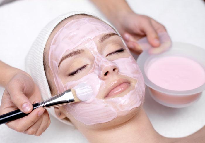 روشن کردن پوست با توت فرنگی