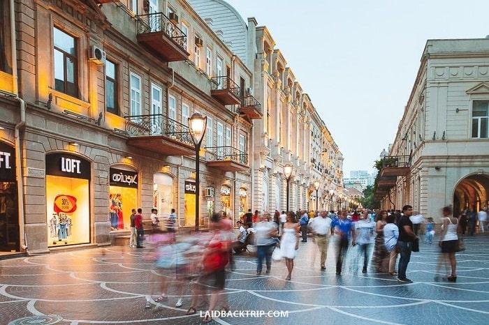 خیابان نظامی در باکو