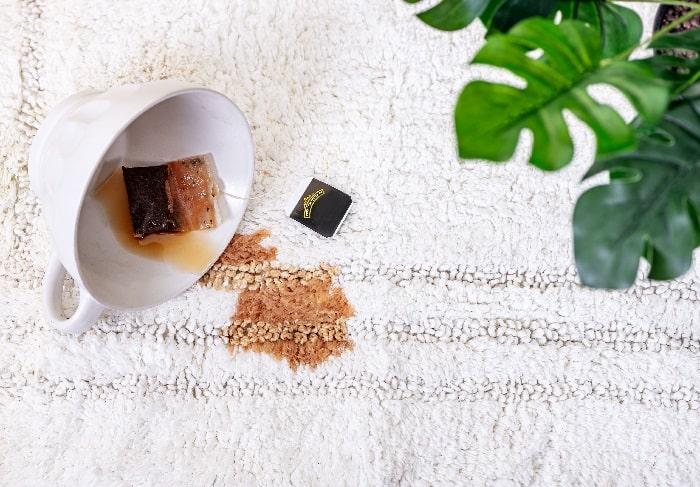 چگونه لکه چای را از روی فرش پاک کنیم