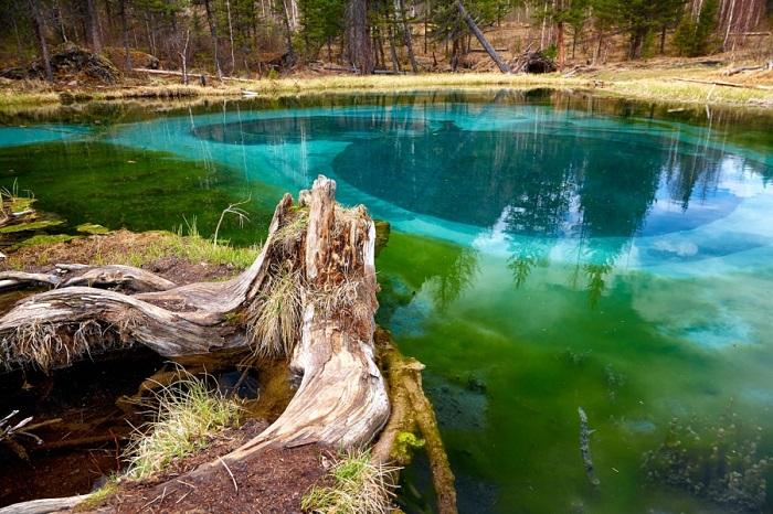 دریاچه آبفشان آبی